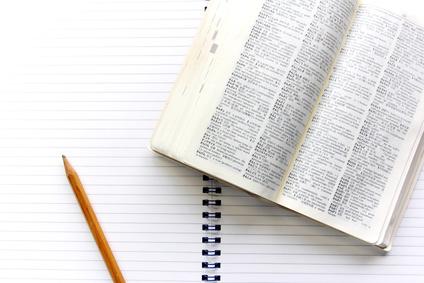 辞書とノートと鉛筆