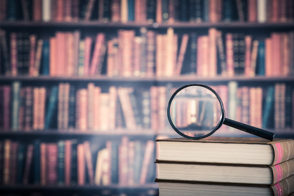 本と虫眼鏡