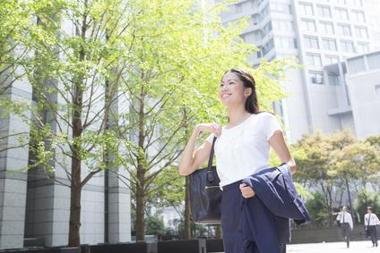 笑顔の女性 ビジネス夏