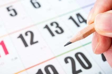 カレンダー,鉛筆を持っている手