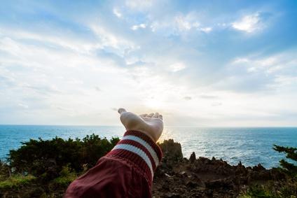 太陽を掲げる手
