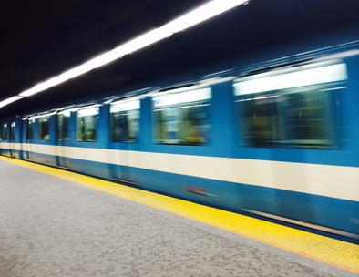 モントリオール市内の乗り物